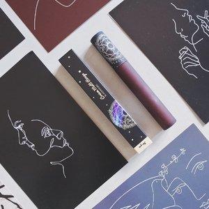 🌙 Cream Matt Rouge @blackrouge_kr @blackrouge_id CM07 Polaris 🌙A super pretty and stylish packaging from Black Rouge! Beda dengan produk tint yang aku review sebelumnya, ini adalah lipcream matte. Memiliki konsep Story of Horoscopic Astrology, Cream Matt Rouge ini punya 7 shade yang diberi nama dari rasi bintang.PACKAGING • Parah cantik banget! Ada ilustrasi ornamen ala-ala clow card gitu, plus di boxnya ada holographic yang cantik.TEXTURE • Super thick! Menurut aku ini mirip kaya lipstick yang dihancurin gitu, karena dia gak liquid.  Biar begitu bisa diaplikasiin ke seluruh bibir dengan mudah karena teksturnya spreadable.COLOR • Aku lagi tergila-gila sama warna deep red belakangan ini. Shade CM07 Polaris ini warnanya deep brick red, mirip cherry red tapi lebih deep lagi.AFTERMATH • Menurut aku finishingnya agak dead matte, tapi gak kering juga di bibir, malah lembut banget. Sayangnya ini nggak transferproof dan nempel kemana-mana.Cream Matt Rougehttps://hicharis.net/annisapertiwi/1rgf⚠️ Beli sekarang diskon 25rb langsung yaa! ⚠️#blackrouge #CreamMattRouge  #CHARIS #hicharis @hicharis_official @charis_celeb #charisceleb #vsco #clozetteid #kbeauty #kbeautyenthusiast #kbeautylover #beautybloggerindonesia
