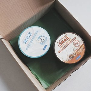The soothing gel hype isn't over! Beside the infamous Aloe Vera Soothing Gel, @sunhyang_cos Milatte Fashiony has another variant such as Tomato, Snail, and Milk Soothing Gel. I've tried the Milk & Snail one. Here's my quick review on them ⭐ • Packaging • They comes with a big, bulky 300gr jar packaging, enough for 3 to 4 months usage. Include a plastic separator inside but no applicator such as spatula. You can depot the inside on smaller jar for traveling. • Texture • I could say it's a gel type, but the consistency is not watery like another soothing gel. It sits perfectly on your skin and easy to spread. Swipe to see the details on the texture. • Fragrance • Not really my cup of tea. The Milk Soothing Gel smells like yoghurt, but it's pretty artificial. The smell of the Snail Soothing Gel is rather subtle. • Aftermath • After application, my skin feels a little bit tacky. The sensation disappear after a couple of minutes. There is no cooling sensation, but they could work better if stored on refrigerator before. I love using them on my body and as a hair mask rather than applied them directly to my face.  If you are looking for light moisturizer, Milatte Fashiony Soothing Gels is perfect for you. Buy them on my Charis Shop here https://hicharis.net/annisapertiwi/JNm 😊  #milatte #fashiony #soothinggel #CHARIS #hicharis @hicharis_official @charis_celeb #charisceleb #vsco #clozetteid #skincarereview #skincareenthusiast #skincarejunkie #beautyblogger #beautybloggerindonesia #kbeauty #kbeautyenthusiast