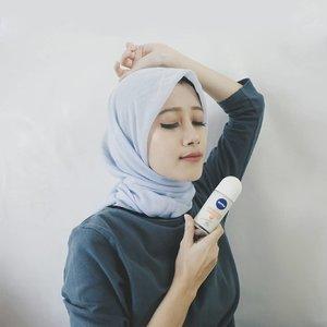 Deodorant tuh item wajib buat aku setiap hari supaya fresh bebas keringat. Biasanya sih aku ganti-ganti merek, sampe nemu yang pas wanginya & tahan lama.Nah, sekarang aku lagi cobain @nivea_id Whitening Antibakteri Deodorant. Wanginya tuh kalem nggak bikin pusing dan yang paling penting bikin ketiak kering seharian!Selain melindung dari bakteri & keringat selama 48 jam, deodorant ini juga bisa mencerahkan kulit, lho. Biarpun #DiRumahAja aku tetep #BeraniTanpaWorry deh pastinya 💙#NiveaDeoXClozetteid @clozetteid#vsco #clozetteid #lifestyleblogger