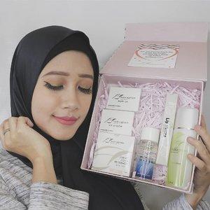 Baru nyobain produk-produknya @naavagreencosmetics, nih. Ada lip cream matte, eye shadow, blush on, bb cushion, face wash, sama micellar water.Ada yang pernah kamu coba juga nggak?Baca mini review produk-produknya & lihat detail makeupnya di blog yuk, langsung klik link yang ada di bio atau ke www.akpertiwi.com 🌞#BVYXNaavagreen #BeautySharingWithBVY#vsco #clozetteid #beautyenthusiastindonesia #beautyenthusiast #beautyblogger #beautybloggerindonesia #review #makeup #naavagreen