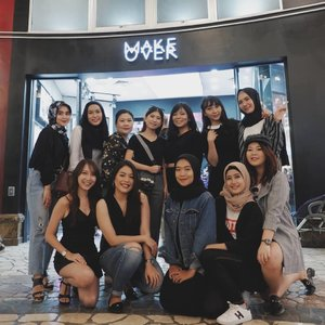 Last Sunday on @makeoverid #MakeoverBirthdayBash! Got a chance to met @sarahayuh_ in person and of course meet up with my @bandungbeautyblogger #youcantsitwithus ♾  #vsco #clozetteid #beautyblogger #bloggerlyfe