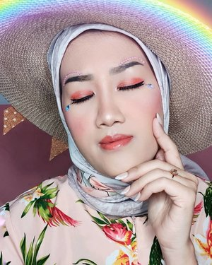#JessMakeupLookBuat yang kemarin tanya pakai makeup apa aja di Signature Sunset Makeup Look ini..🌈Foundation @nyxcosmetics_indonesia Can't Stop Won't Stop🌈Micro-Contour Duo Pencil @nyxcosmetics_indonesia🌈Mineral DD Loose Powder @beautystoreidd 🌈Wonder Brow @justmiss_id 🌈Eyeshadow Palette @flawedbeautyofficial🌈@maybelline Hyper Sharp Power Black Liner🌈Blush on and highlight in Palette Happily Ever After Midnight Promise @beautystoreidd 🌈Lip Easy Goin @jacquelle_official feat @astaririri Shade Coco🌈Setting Spray @luxcrime_id 🌈Softlens Alice Lovely Brown @shesoftlens🌈Eye Lashes and Jewel @stroberiteen ...#makeup #makeuptutorial #beauty #blogger #beautyblogger #indonesiabeautyblogger #beautybloggerindonesia #tampilcantik #makeuplooks #sunsetmakeuplook #makeupaddict #makeupjunkie #clozetteid
