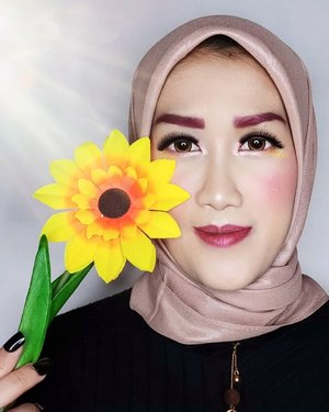 #JessMakeupLooksMowning bebs! Siapa tau kan ada yang butuh inspirasi makeup bold buat #DirumahAja 😆 Bantuin donk, asiknya 𝗱𝗶𝗸𝗮𝘀𝗶𝗵 𝗻𝗮𝗺𝗮 𝗮𝗽𝗮 look ini? 😚.Makeupnya Pakai🌻 @marshwillow.official Crystal Snow BB Cushion by @natashawilona12 shade 802🌻 @flawedbeautyofficial Eyeshadow Palatte🌻 Alis pake @iomibeauty Brow Definer Triangular Eyebrow, mix eyeshadow flawed biar berwarna🌻 @marshwillow.official Dymanic Duo Blusher 03🌻 Lipstik @getthelookid Loreal Signature mix flawed🌻 Highlighter glitter ambil dari Midnight Promise Palatte @mybeautystoryid🌻 Lashes @blinkcharm Sexy Volume 01 ....#makeup #makeuptutorial #beauty #boldmakeup #beautyblogger #beautybloggerindonesia #tampilcantik #storieid #qupas #qupasbeauty #makeuplooks #makeupaddict #makeupjunkie #clozetteid #makeupoftheday #flawlessmakeup #makeuplooks #indobeautysquad #indobeautygram #ivgbeauty #indobeautyinfluencer #beautyinfluencer #beautyenthusiast #bccindo #hijabersbeautybvlogger #beautysecretsquadrepost #indobeautyblogger