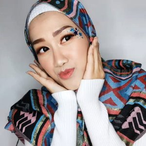 #JessMakeupLooksKali ini create makeup look buat tiktokan #GoyangMamahMuda bebs wkwkk 🤣.⭐ @marshwillow.official Crystal Snow BB Cushion 802⭐ @bless.cosmetics Fine Shapping Eye Brow⭐ Eyeshadow Palatte @flawedbeautyofficial⭐ Blush On dalam Midnight Palatte @mybeautystoryid⭐ Lip Star shade Coco @jacquelle_official feat @astaririri⭐ Bintang-bintang beli di @stroberiteen⭐ Softlens Picolla Black by @x2softlens...#makeup #makeuptutorial #beauty #boldmakeup #beautyblogger #beautybloggerindonesia #tampilcantik #storieid #qupas #qupasbeauty #makeuplooks #makeupaddict #makeupjunkie #clozetteid #makeupoftheday #flawlessmakeup #indobeautysquad #indobeautygram #ivgbeauty #indobeautyinfluencer #beautyinfluencer #beautyenthusiast #bccindo #hijabersbeautybvlogger #beautysecretsquadrepost @indobeautysquad @beautybloggerindonesia @hijabersbeautybvlogger @beautysecretsquad