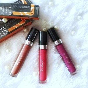 Morning beauty! Pake Lip Cream dulu yuk biar hari ini makin kece 😘 Ini 3 shade Long Lasting Lip Matte Cream @pradasari.id yang aku punya . Packagingnya simple, staying powernya oke lho, matte finish, dan affordable 💃💃 Review lengkapnya udah tayang diblogku, so mampir yah 😍 . . #beauty #blogger #beautyblogger #clozetteid #makeup #lipstick #lipmattecream #lokalbrand #lipstiklokal #indonesianbeautyblogger #indonesianfemaleblogger #instabeauty