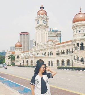Cause a smile is the prettiest thing you can wear . . #DYRKlilingKL #explorekualalumpur  #travelling #malaysia #dataranmerdeka #travellinggram #letsgosomewhere #keepexploring #travelworld #clozetteid
