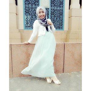 only #latepost, actually #bedrest in the bedroom. #gws to me. Be #strong...#ootd #ootdhijab #ootdhijabindo #hijab #hijabfashion #islamiccentersamarinda #islamic #masjid#clozetteid #cotw #happyselfie