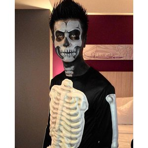 From last night halloween event :D thanks ko @j_yap_ ..#clozetteid #clozettehalloween #halloweenmakeup #skull #facepainting #jasamakeup #jasamakeupartist #jasafacepainting #muajkt #muajakarta