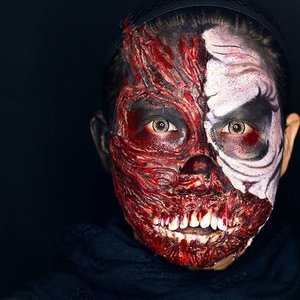 Actually i want to make a zombie. But it kinda failed and turns into something like exposed skin. Well anyway i still continuing it, and here's the result :D..I am using tissue wool and @mehron liquid latex to make the exposed skin, then paint the other side with #paradisemakeupaqBlack and white..#clozetteid #zombie #hanzoween #halloweenideas #halloweenmakeupideas #mykie_ #jordanhanz #gore #scarymakeup #mehronmakeup #illusionmagazine #dupemag #31daysofmehronhalloween #walker #annalingis #alexfaction #dehsonae #lauraj_sfx #luvekat #jasamakeup #muajakarta #jasafacepainting #makeupartistindonesia #monster #sfx #specialfxmakeup