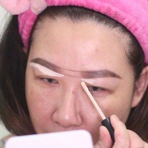 Gals, setelah berjuta taun ga updet ytchannel gw, todae gw upload tutorial juga akhirnya. Tutorial basic, tapi pake perkakas spesifik. Cuss ke yt channel gw buat ceki ceki kali kali butuh 😘..----------------.Eyebrow Making Tutorial using @sigmabeauty Eyebrow Powder.Product :@sigmabeauty brow powder (dark)@altheakorea flawless creamy concealer vanilla.Tools @sigmabeauty E75, F70 & E80...#wakeupandmakeup #eyebrowtutorial #xmakeuptutsx #undiscoveredmuas #clozetteid #kbbvmember #fdbeauty #tampilcantik #inspirasimakeup #tutorialmakeup #bunnyneedsmakeup @bunnyneedsmakeup #muajakarta #fdbeauty @makeupartist_worldwide @makegirlz @hypnaughtypower @fakeupfix @makeupforbarbies @xmakeuptutsx @1minutemakeup #hypnaughtypower #nikkitutorials #makeupforbarbies #xmakeuptutsx #indobeautygram @ibv_sfx #indovidgram #ivgbeauty @indovidgram #sigmabeauty #sigmabrushes