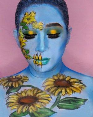 Sunflower.Inspired from @the_wigs_and_makeup_manager .Sebenernya gw pengen bikin kembang yang lebih ruwet lagi. Cuma takut mata gw jereng at the end of the painting process karena belom terbiasa. So for today, enjoy this sunflower..Perkakas yang dipake : @nyxcosmetics_indonesia  Ultimate Eyeshadow Palette buat mata, shading plus nge-set painting, NYX JEP buat base eyeshadow, @mehronmakeup Paradise AQ Prisma Blend - cool, single cake white, yellow, black and green buat sunflowernya.Semoga suka dan WISH ME LUCK! 💕..#nyxcosmeticsid #bringouttheboo #facepainting #bodypainting #muajakarta #muaworldwide #undiscoveredmuas #nyxcosmetics @nyxcosmetics #bvloggerid @bvlogger.id #kbbvmember @kbbvbyacb #bunnyneedsmakeup @bunnyneedsmakeup #tampilcantik @tampilcantik #setterspace @setterspace #fdbeauty #feature_my_stuff #crazymakeups #ibv_sfx @ibv_sfx #ibv #indobeautygram @indobeautygram #clozetteid #dupemag #mehronmakeup
