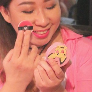Nyobain cushion blush dari @cathydollindonesia yang seri Pokemon. Look at the puff!!! Ituu POKEBALL 💕💕💕💕💕 . #cathydollxbeautyandthebeast #cathydollgathering #cathydoll #cathydollindonesia #ibv #indobeautygram #beautyvlogger @indobeautygram #youtuberindonesia #makeup #makeupjunkie #fdbeauty #clozetteid #kbbvmember