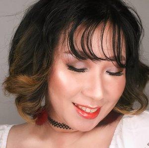 Gals, ini hasil mekap dari video #minitutorial di post sblm ini yah 😄 gw kudunya uplot td, cm kelewatan. Sibuk liat dog show hohoho.Sbnrnya gw udh pernah uplot, cm gw pake filter jadi hasil aslinya (yang juga udh diedit) ga keliatan. Next post sebentar lagi adalah video tutorial lanjutannya yah 😘😘..#makeupnatural #koreanmakeup #glassskinmakeup #glowymakeup #glossylips #bunnyneedsmakeup #tampilcantik #fdbeauty #clozetteid #thailandmakeup #wakeupandmakeup #undiscovered_muas #underatedmuas