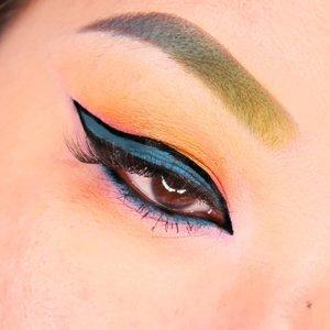 Ini eotd kedua gw yg gw bikin habis eotd zodiak tadi. Kalo gasalah, ini pake palet @hudabeauty yg Obsession campur @shopvioletvoss yg Fruit Sorbet Mini. Eyeliner birunya pake @suvabeauty Hydra Liner yg sea nymph. Eyeliner hitamnya pake eyeliner baru dari @everwhitteid.Simple & clean 🤗..#eotd #eyeoftheday #suvabeautyhydraliner #hudabeautyobsessions #violetvoss #kbbvmember #clozetteid