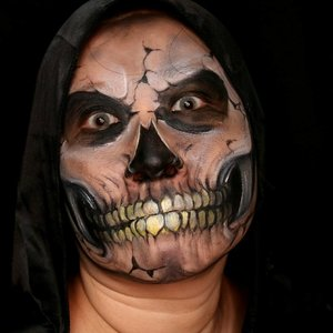 """Face Paint details. At first, i am trying to make """"Charon, the ferryman"""" but it was failed 😂 so instead of stop the paint process, i continuing the process and Ms Skully is the result. 😂😂..Also done with @mehronmakeup #paradisemakeupaq black, white and bit of yellow..#mehronmakeup #31daysofhalloween #31daysofmehronhalloween #halloweeniscoming #halloweenideas #halloweenmakeup #halloween #skull #skullmakeup #charon #greekmythology #clozetteid #fdbeauty #glamandgore #jordanhanz #mykie_ #creativemakeup #facepainting #jasafacepainting #jasamakeup #facepaintingjakarta #ibv #kbbvmember #bvloggerid"""