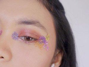 Let me post this eye's makeup to appreciate the process 🌸🌸 . . . #clozetteid #deniathlylooks .⠀ #deniathlymakeup #makeup ##makeupinspiration #makeupinsta #jogjablogger #videoinspiration #videokecantikan #inspirasimakeup #makeuptutorials #videomakeuptutorial #tutorialmakeup #jakartabeautyblogger #jogjabeautyblogger #jogjabloggirls #bloggerkecantikan