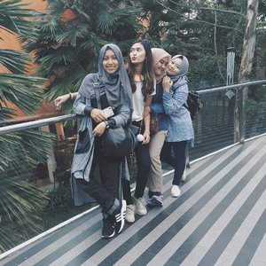 Girls. 💃💃💃💃 . . . . #clozetteid #fashion #blogger #fashionblogger #starclozetter #vscocam #bandung #lembang #jawabarat #explorebandung #ciwalk