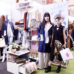 Took a pict at @encycloid's booth with the gorgeous one @alikaislamadina at #ifw2017 day 1 💃🏻💃🏻 • Come visit their booth and get 20% off for all items 💙 #encycloid #encycloXalika #ClozetteID #fashionblogger #clozetteambassador