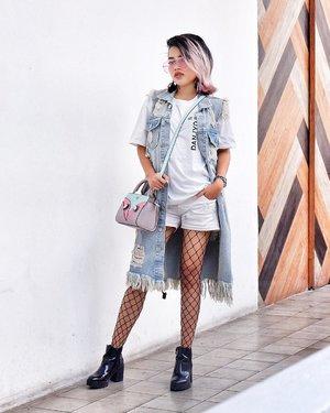 Wearing my fav tshirt by @danjyohiyoji pairing with short and ripped vest from @salestockindonesia 💙 So here is my #OOTD 👌🏻 • #sonyathaniya #clozetteid #fashionblogger #stylistonduty