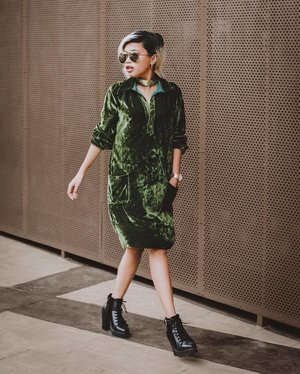 Happy saturday guyssss ✨☺️ I'm wearing velvet shirtdress from @zaful in green color, so easy to give a statement on this look. I just put on my accessories in gold, and voilaaaa! ✨ I think you can also wear this look for christmas dinner🎄(bosen kan pake merah truss 😆) So that's why i really loveee this green velvet! 💚 • Coming soon on my blog #alittlecolor 📸 taken and edited by @firmanhidayatt_ 🙌🏻🙌🏻 #SonyaThaniya #ClozetteID #zaful #fashionblogger #ootd