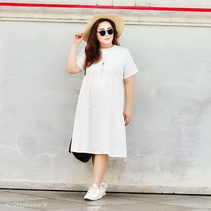 """Don'be jealous with anyone, Don't compete with others,Just focus on the best version of yourself""...📸 @xian_fei ...My confort & classy white dress by @bigsissy.id ..#ootd#ootdfashion#summeroutfit#lifeissosimple#travelwithstyle#stylewithme #selfie#stevydiary#thanksgod#instagram#walkwithstevy#celebratemysize#plusmodelmag#lookbookindonesia#endorsement#ootdasia#clozetteid#semarang"