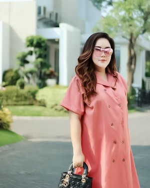"""""""Don't treat people as bad as they are, but treat them as good as you are""""...My super pinkish comfy dress by loveable @bigsissy.id...📷 @matthewckck ...#ootd#ootdfashion#summeroutfit#lifeissosimple#travelwithstyle#stylewithme #selfie#stevydiary#thanksgod#instagram#walkwithstevy#celebratemysize#plusmodelmag#lookbookindonesia#endorsement#ootdasia#clozetteid"""