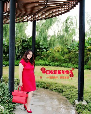 """A bit late post of cny theme""...📸@matthewckck ..My pretty red dress by @hanbai.store glamed with my hot red purse @celine and surely my comfy shoes by @csiriano...#selfie#stevydiary#thanksgod#instagram#walkwithstevy#celebratemysize#plusmodelmag#lookbookindonesia#ootd#ootdindonesia#ootdasia#ootdindo#BalgaMags#ootdfashion#styleindo#ootdbigsizeindo #pmmlovemybody#curvylicious#goldenconfidence#canon800d#fashionsignature#clozetteid"