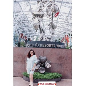 """When you come for something, you'll never go back for nothing""...#travelwithsgb #visitsingapore #singaporeguide #exploresingapore#selfie#stevydiary#thanksgod#instagram#walkwithstevy#celebratemysize#plusmodelmag#lookbookindonesia#ootd#ootdindonesia#ootdasia#ootdindo#BalgaMags#ootdfashion#styleindo#ootdbigsizeindo #pmmlovemybody#curvylicious#goldenconfidence#canon800d#fashionsignature#clozetteid"
