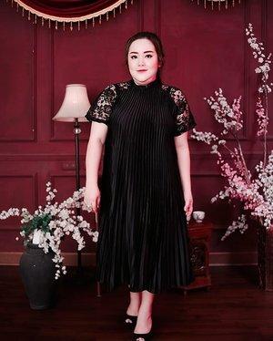 CNY's eve uda dekett nihh.. mau mejeng elegant tapi tetep minimalis kalian bisa loh pake dress model A line plisket gini 🥰🥰 coba deh kalian cari di @bigsissy.id 👗👗 . . .#ootd #ootdfashion #summeroutfit #lifeissosimple #travelwithstyle #stylewithme  #selfie #stevydiary #thanksgod #instagram #walkwithstevy #celebratemysize #plusmodelmag #lookbookindonesia #endorsement #ootdasia #clozetteid #cny2020