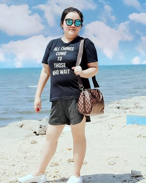 Sunday Hottie Babes on the beach 😎...📷 by hot momma @elisabethongkowidjojo ...#ootd#ootdfashion#summeroutfit#lifeissosimple#travelwithstyle#stylewithme #selfie#stevydiary#thanksgod#instagram#walkwithstevy#celebratemysize#plusmodelmag#lookbookindonesia#endorsement#ootdasia#clozetteid