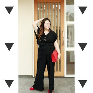 """Once in a while, I need to try different style😎😎"" . . . #ootd #ootdfashion #summeroutfit #lifeissosimple #travelwithstyle #stylewithme  #selfie #stevydiary #thanksgod #instagram #walkwithstevy #celebratemysize #plusmodelmag #lookbookindonesia #endorsement #ootdasia #clozetteid"