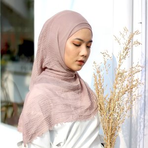 trying something new, keluar dr karakter yg biasanya fierce mencoba untuk lebih kalem karena photoshoot katalog hijab.