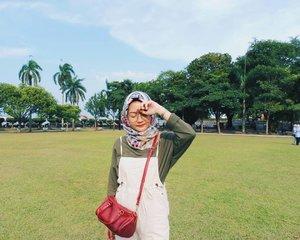 Sunny afternoon☀Happy CNY, btw!#sancaystravel #padangkotalama #travelpenang #penangmalaysia #clozetteid #ootd #travel #sunnyday🌞 #hijabtravellers #travelgram