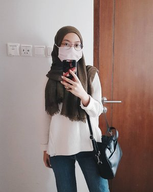Dont. Forget. To. Wear. Mask. 😷 . . . #clozetteid #wearamask #ootdhijab #socobeautynetwork #weekendvibes #pakaimasker