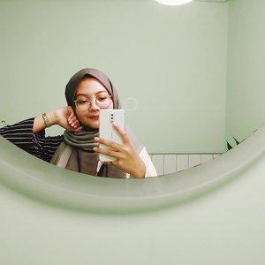 That mandatory bathroom mirror selfie✨#cliqcoffee #clozetteid #selfie #hijabdaily #instadaily #instaselfie #mirrorselfie #nokiax6