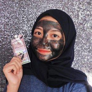 Ada video baru nih di Youtube, aku cobain Ponds Glitter Glow Peel Off Mask. Linknya di bio ya🙂  Masker ini gemesin bgt krn ada glitternya. Nyaman juga dipakenya krn gak sakit pas di-peel off✨  Btw, yg versi pouch gini gampang kok nyarinya, lgsg ke minimarket terdekat aja.  #pondsindonesia #pondsglitterglow #peeloffmask #maskerwajah #skincareproducts #skincareaddict #clozetteid #theshonet #sociollablogger #altheaangels #beautynesiamember #cchannelbeautyid #tampilcantik #indobeautygram #beautyvloggerindonesia
