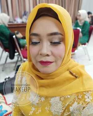 Among tamu ❤  Info makeup:  WA 082260592599  #bridesmaids #makeupartist #makeuppesta #makeup #engagementring #wisuda #wedding #amongtamu #makeuptutorial #makeupwisuda #makeupoftheday #engagementmakeup #mua #muajakarta #prewedding #clozetteid #wakeupandmakeup #hudabeauty #bloggerindonesia #beautyblogger