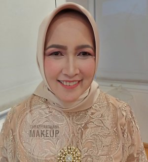 Info makeup : WA 082260592599#bridesmaids #makeupartist #makeuppesta #makeup #engagementring #wisuda #wedding #amongtamu #makeuptutorial #makeupwisuda #makeupoftheday #engagementmakeup #mua #muajakarta #prewedding #clozetteid #wakeupandmakeup #hudabeauty #bloggerindonesia #beautyblogger