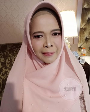 Enjoy your weekend guys 💄.Info makeup : 082260592599#bridesmaids #makeupartist #makeuppesta #makeup #engagementring #wisuda #wedding #amongtamu #makeuptutorial #makeupwisuda #makeupoftheday #engagementmakeup #mua #muajakarta #prewedding #clozetteid #wakeupandmakeup #hudabeauty #bloggerindonesia #beautyblogger #beforeafter #before #after #jakarta #depok #jabodetabek