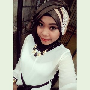 Thanks a lot to choose this Clothes for me, Black&White is very #Classic and #Elegant color. Love ❤❤ so much this color match. #HijabiQueen #HijabMuslim #igers #Party #ClozetteID #HOTD #RahasiaGadis