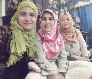 . Sisters 😗 Ied Mubarak 1438H #lebaran #hotd #ootdhijab #1438h #idulfitri #hariraya  #minalaidzinwalfaidzinmohonmaaflahirdanbatin #clozetteid #sisters #family #familyfun
