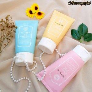 """Hii ~~ Kbeauty lovers mana nih suaranya? 🤩 Hari ini aku mau me-review Facial wash dari @celebon_korea ✨.Ada 3 varian, yaitu :🌺 Pearl Cleansing foam - Mencerahkan kulit🌺 Vitamin Facial Foam - Membersihan kulit lebih mendalam🌺 Rice Pore-Care Scrub Foam - menghaluskan dan mengangkat sel kulit mati.Dari ketiga varian diatas, yang aku pakai sekarang yang berwarna pink """"Vitamin Facial Foam"""" kenapa aku pakai yang pink? Karna aku tuh hampir setiap hari makeup dan aku butuh pembersih wajah yang bisa membersihkan sisa-sisa makeup ku sampai tuntas 😊.Teksturnya creamy, lembut dan berbusa .. Gak bikin kulitku kering atau jerawatan. Dapat mengangkat minyak berlebih pada wajahku ^^ Wanginya juga soft banget, cocok dipakai sehari-hari 💕....#celebonkorea #celebon #gfriend #facialfoam #koreanskincare #celebonfacialfoam #reviewcelebon #clozetteid #qupas #qupasbeauty #skincarelover #kbeauty #makassarbeautygram #makassarbeauty #beautyinfluencermakassar #tipskecantikan #belajarmakeup #inspirasicantikmu #makeupoftheday #tampilcantik #lemonsquad #reviewanisasyaiful"""