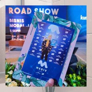 Hello everyone! aku excited banget menghadiri acara mediv roadshow Makassar yang diselenggarakan oleh @kumparancom dan @mediv.id 💕.Acara ini membahas mengenai banyak hal tentang bisnis online .. Karna di zaman milenial seperti sekarang, menjalankan bisnis itu semudah menggerakan jari alias bisa melalui online saja 😊.Talkshow MEDIV ROADSHOW MAKASSAR ini diisi oleh pembicara yang spesial banget, yaitu :1. CEO PT. Kimia Farma, Tbk (Bapak Honesti Basyir)2. Stefani Kurniadi - Founder CRP Group3. Ivan Aditya - Digital Marketing Manager PT. Tunas Ridean Tbk.Mediv adalah platform pertama dan satu satunya dalam industri kesehatan di Indonesia yang memungkinkanMitra Mediv untuk berjualan alat kesehatan dan produk kosmetik hampir tanpa modal ~~ Jadi kalian bisa mendapatkan keuntungan dengan berjualanan melalui Aplikasi Mediv by Kimia Farma ❤️..@mediv.id @kumparancom#bisnismodaljari #mediv#kimiafarma