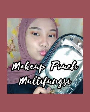 Hello everyone~ 😄 divideo kali ini aku mau me-review makeup tools dari @mixdair_indonesia 💕 seneng banget mereka kirimin aku makeup pouch, brush dan beberapa product lainnya, yaitu :.✨ 𝐌𝐢𝐱𝐝𝐚𝐢𝐫 𝟑 𝐢𝐧 𝟏 𝐌𝐚𝐤𝐞𝐮𝐩 𝐏𝐨𝐮𝐜𝐡 𝐆𝐨𝐥𝐝suka banget sama produk ini 😍 seperti yang kalian liat divideo, pouchnya ada 3, multifungsi banget dan muat banyak barang! Aku paling suka sama pouch transparannya, kece banget kalo dipakai✨ 𝐌𝐢𝐱𝐝𝐚𝐢𝐫 𝐄𝐲𝐞𝐛𝐫𝐨𝐰 𝐏𝐞𝐧𝐜𝐢𝐥 𝐃𝐚𝐫𝐤 𝐁𝐫𝐨𝐰𝐧Teksturnya lembut, creamy, mudah diaplikasikan dan pigmented banget! Padahal harganya murah banget loh, wajib coba deh✨ 𝐌𝐢𝐱𝐝𝐚𝐢𝐫 𝐋𝐢𝐪𝐮𝐢𝐝 𝐄𝐲𝐞𝐥𝐢𝐧𝐞𝐫Tipe kuasnya kaku kayak pen gitu, sehingga gampang digunakan. warnanya lumayan pekat dan cukup tahan lama juga asal gak digosok-gosok✨ 𝐌𝐢𝐱𝐝𝐚𝐢𝐫 𝐁𝐫𝐮𝐬𝐡sekarang jadi brush favorit aku loh, brushnya bisa dipakai untuk loose powder atau blush, bulunya lembut banget! Paling suka sama packagingnyaa yang berwarna gold 😍.Penasaran sama makeup & makeup tools nya #mixdair ? Yuk buruan kepoin IG nya ➡️ @mixdair_indonesia #mixdaircosmetic ❤️
