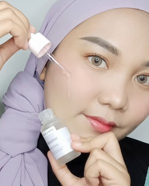 𝗧𝗵𝗲 𝟭𝘀𝘁 𝗟𝗼𝗰𝗮𝗹 𝗕𝗮𝗸𝘂𝗰𝗵𝗶𝗼𝗹 𝗦𝗲𝗿𝘂𝗺  - @truetoskinofficial Bakuchiol Anti-aging Serum 💜-𝗦𝘁𝗮𝗿 𝗜𝗻𝗴𝗿𝗲𝗱𝗶𝗲𝗻𝘁𝘀1% Bakuchiol, 2% Lactobionic Acid (PHA), Probiotics and 7 Seed Beans Complex-𝗣𝗮𝗰𝗸𝗮𝗴𝗶𝗻𝗴Untuk kemasannya cukup simple dan travel friendly, dari botol kaca doff dengan warna pastel 😍 dan sudah dilengkapi dengan aplikator pipet-𝗙𝗶𝗻𝗶𝘀𝗵 𝗮𝗻𝗱 𝗘𝗳𝗳𝗲𝗰𝘁𝗶𝘃𝗲𝗻𝗲𝘀𝘀I've only had this now for 𝟭𝟬 𝗱𝗮𝘆𝘀 and I can already see and feel the difference ~~ 𝗜𝘁'𝘀 𝘀𝗼 𝗴𝗲𝗻𝘁𝗹𝗲! sehingga aku dapat menggunakan serum ini 2x sehari tanpa iritasi💕 Teksturnya ringan, cepat meresap dan tidak meninggalkan residu lengket di kulit .. 𝗜 𝗹𝗼𝘃𝗲 𝘁𝗵𝗮𝘁 𝗶𝘁 𝗶𝘀 𝗮 𝗿𝗲𝘁𝗶𝗻𝗼𝗹 𝗮𝗹𝘁𝗲𝗿𝗻𝗮𝘁𝗶𝘃𝗲 ❤️ My fine expression lines are much less noticeable and the few dark spots I had have faded! I think that with constant use for longer period of time it might have even better anti-aging effects 😉-💜 𝗣𝗿𝗼𝘀Suitable for all skin typesHydrates skinMakes skin look suppleBalances oil production on skinLight weight textureAffordable price💔 𝗖𝗼𝗻𝘀None-𝗧𝗼𝘁𝗮𝗹𝗹𝘆 𝘄𝗼𝗿𝘁𝗵 𝘁𝗵𝗲 𝗵𝘆𝗽𝗲 !!!✨ #truetoskin #loveyourtrueskin #bakuchiol #bakuchiolserum #skincarereview #skincareroutine #cleanbeauty #jakartabeautyblogger #makassarbeautygram #clozetteid