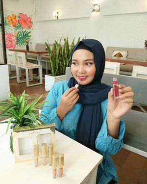My new favorite❣️ Matte Lipgloss set with Glitter & Glow from @mixdair_indonesia ✨🙆.Ada yang penasaran sama swatches nya? 😍😍....#mixdair #mixdaircosmetic #makeupmurah #cantikekonomis #tipskecantikan #belajarmakeup #tutorialmakeup #makeuppemula #kecantikan #inspirasicantikmu #tampilcantik #makassarbeautygram #beautyinfluencermakassar #makassarbeauty #influencermakassar #lipsticklover #clozetteid
