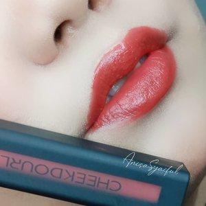 Full Face pakai @cheekdourl_id ✨ Tapi sebelum ke makeup tutorialnya, kita ke Lip product nya dulu ya hihi-♡ ��������� ������ ����� �������� 〜 ����� ����♡ ���������� ���� �� ��� ����� 〜 � ����� ����♡ ����� ������ ����� �������� 〜 ������� �������-Nah kalo ditanya favoritku, aku paling suka sama ��������� ������ ����� �������� nya, dia tuh wanginya ������� ������! Mengingatkan ku sama 'Dear me matte lip creaMe' yang pernah ku punya 🤭 bahkan teksturnya pun hampir sama ~~ Teksturnya ringan, gak bikin bibir kering dan gak langsung nge-set matte 😊-Yang mau beli bisa cek @cheekdourl_id atau shopee ����������.�� ��--Tags: #cheekdourl #cheekdourlmakeup #cheekdourlindonesia #makeupmurah #shopeeid #cantikekonomis #inspirasicantikmu #ragamkecantikan #tampilcantik #lipstickreview #lipsoftheday #lipstickswatch #makassarbeautygram #clozetteid