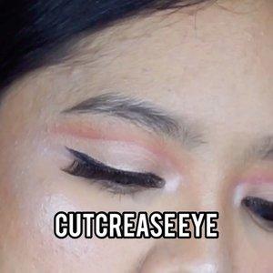 Gabisa main mata sm kamu, sama kamera juga jadi. Ehehe. Simple cutcrease buat ke ruang tamu leh uga.#makeupideas #beautysociety #indobeautygram #beautybloggerindonesia #beautysociety#tutorialmakeup #makeuplooks #clozetteid