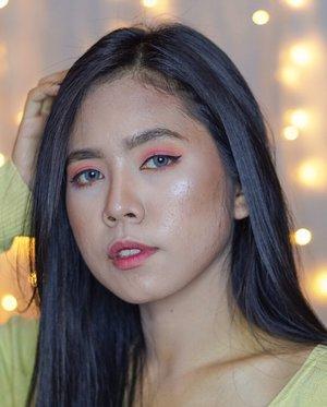 Kembali lg bertemu dengan hari senin dan kembali lagi berusaha produktif. Sampe lupa kapan terakhir kali gak produktifnya😝 kali ini mainan sm makeup2 kesayangan, gausah pake detail lah ya. Chat aja kl mau tau pake makeup apa shade apa atau japri biar kita bisa lebih akrab :) . . . #clozetteid #undiscovered_muas #beautisquad #beautynesiamember #bloggerceriaid #IBVblogger #beautyblogger #beautyvlogger #makeup #IndoBeautyBlogger #IndoBeautyGram #IVGBeauty #bloggermafia #atomcarbonblogger #bloggerperempuan  #indonesiafemaleblogger #bvloggerid