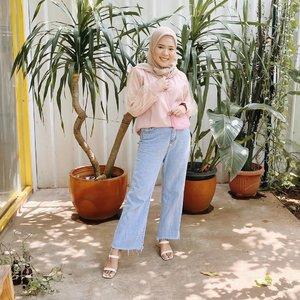 Setelah sekian lama tydac keluar rumah 🍃Top from @shopataleen #clozetteid #ootdindo #hijabootd